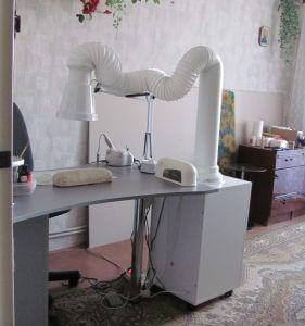 портативный маникюрный пылесос 281x300 - Заботимся о воздухе в маникюрном кабинете. Выбираем качественные пылесосы и вытяжки