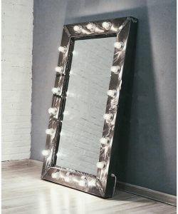 с подсветкой 250x300 - Парикмахерские зеркала. Виды, расположение в салоне и производители
