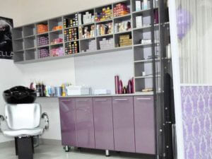 Лаборатория для косметологов в виде стеллажа