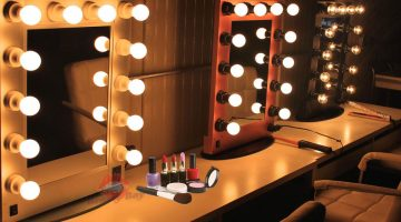 Зеркало для визажиста с подсветкой
