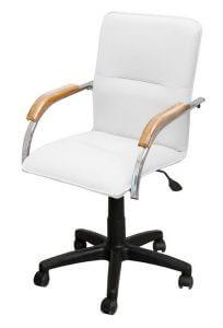 Кресло для клиента в маникюрном кабинете