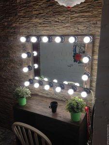 зеркало для визажиста 225x300 - Оборудование для визажистов - подбираем все необходимое